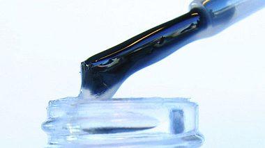 10 dinge fuer die man klaren nagellack noch verwenden kann - Foto: iStockphoto.com