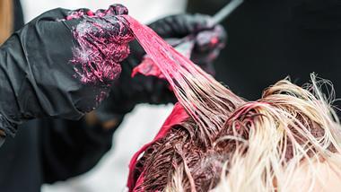 3-flotte-haarfarben-fur-frauen-im-herbst-angesagt - Foto: istock/okskukuruza