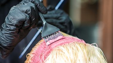 3-frische-haarfarben-für-freche-kurzhaarfrisuren-im-herbst - Foto: istock/okskukuruza