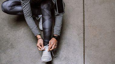 Diese 5 Dinge solltest du nach dem Sport auf jeden Fall vermeiden. - Foto: iStock/ Pekic