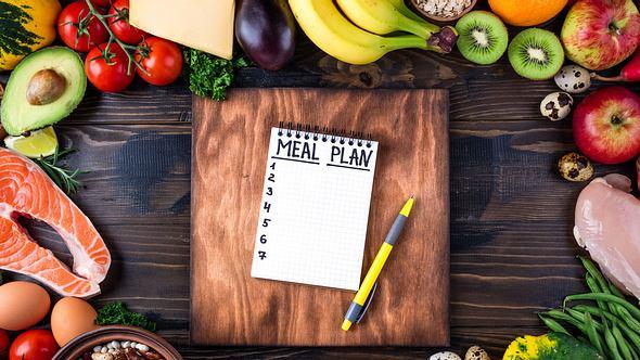 Mit dem Ernährungsplan der 90-Tage-Diät erfolgreich abnehmen! - Foto: LanaSweet / iStock