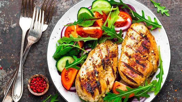 Gesundes Abendessen zum Abnehmen: 5 leckere und einfache Rezepte  - Foto: iStock/YelenaYemchuk