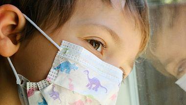 Ärztin alarmiert: Kinder leiden am meisten unter der Corona-Krise - Foto: iStock/Juanmonino
