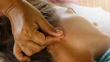 Akupressur am Ohr: Diese 6 Punkte befreien dich von Schmerzen! - Foto: privetik/iStock