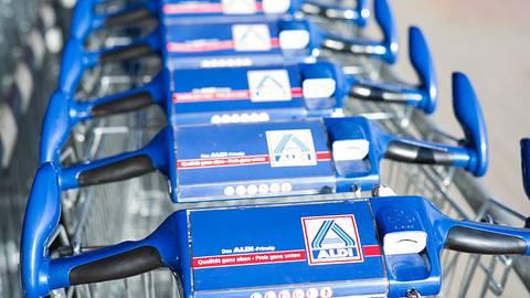 Rückruf bei Aldi: Metallfremdkörper in Panini Rustico - Foto: iStock / fotografixx