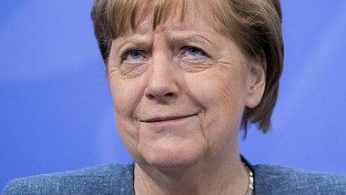 Angela Merkel hat sich zu der Diskussion um den Sommerurlaub geäußert. - Foto: Maja Hitij/Getty Images