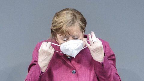 Angela Merkel hat eine klare Meinung zu Reisen im Sommer. - Foto: IMAGO / Political-Moments