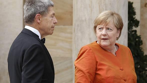 Angela Merkel steht nicht nur eine Trennung vom Kanzleramt bevor, sondern auch von Ehemann Joachim Sauer... - Foto: IMAGO / Eventpress