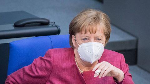 Angela Merkel hat eine klare Meinung zu Reisen im Sommer. - Foto: IMAGO / Christian Spicker