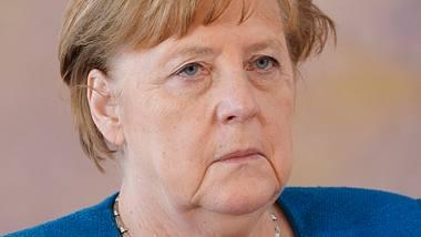 Angela Merkel will die Notbremse bis Herbst verlängern. - Foto: IMAGO / Political-Moments