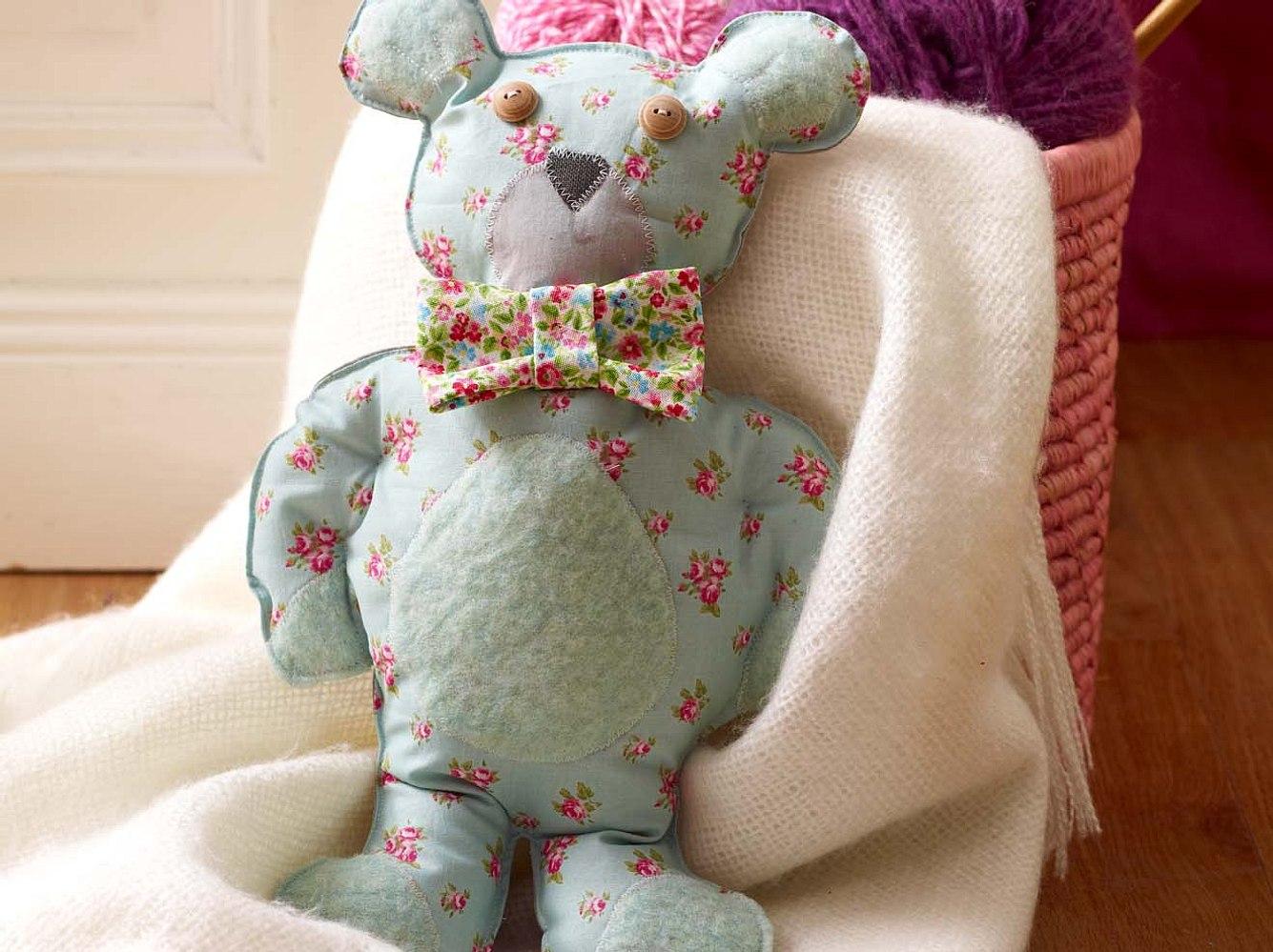 Unser Blümchen-Teddy sucht nach einem neuen Zuhause!