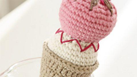 Gehäkeltes Eis mit Eiswaffel - Foto: DROPS Design