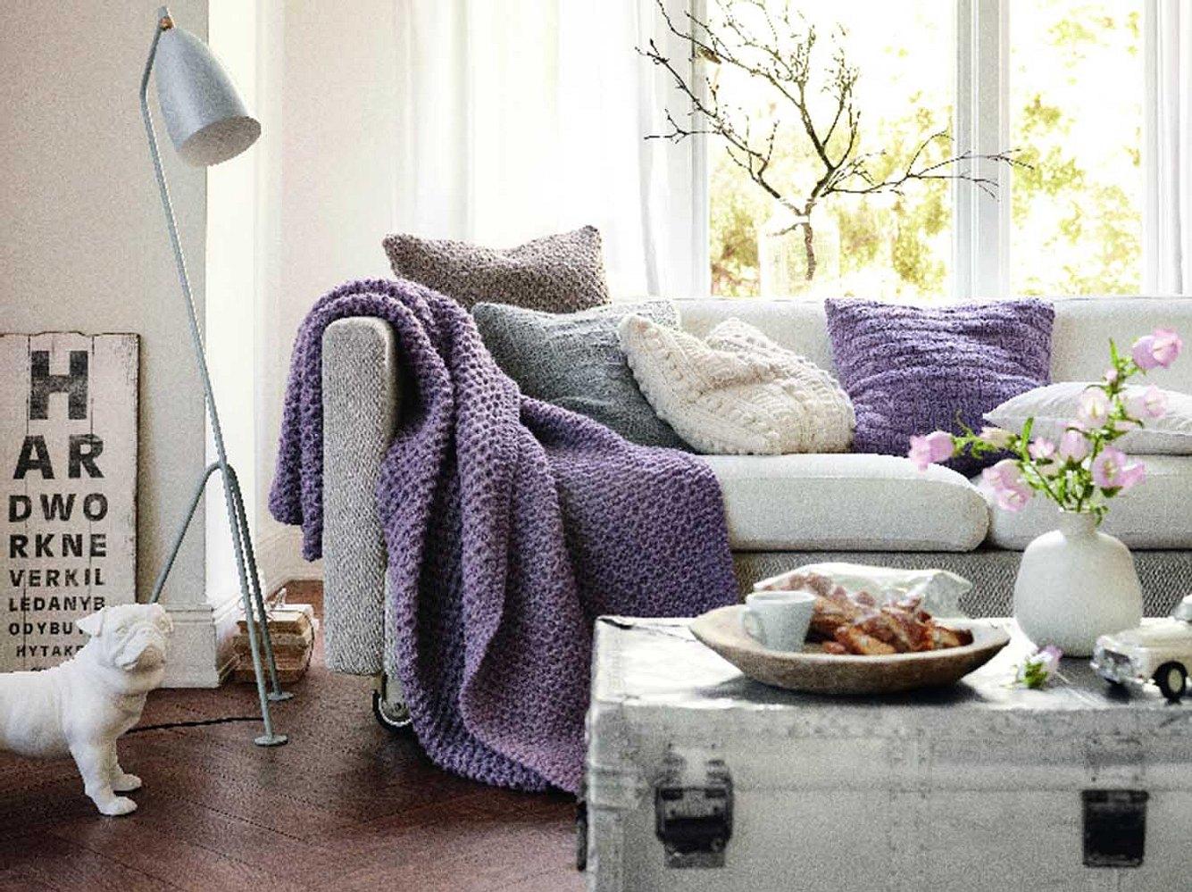 Gemütlich und schön: Diese Decke passt auf jedes Sofa.