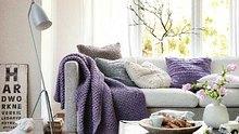 Gemütlich und schön: Diese Decke passt auf jedes Sofa. - Foto: Initiative Handarbeit