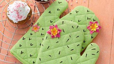 Unsere Kaktus-Ofenhandschuhe können Sie anfassen, ohne sich zu verletzen! - Foto: frechverlag
