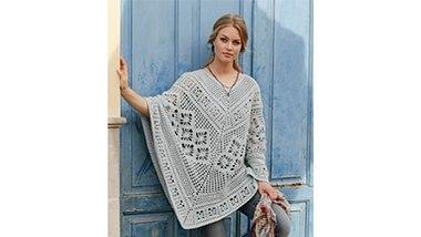 Mit seiner Farbe lässt sich der Poncho wunderbar mit anderen Kleidungsstücken kombinieren. - Foto: DROPS Design A/S