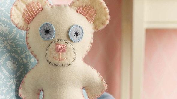 Diesen süßen Teddy können Sie ganz einfach selber machen. - Foto: DECO & STYLE EXPERTS