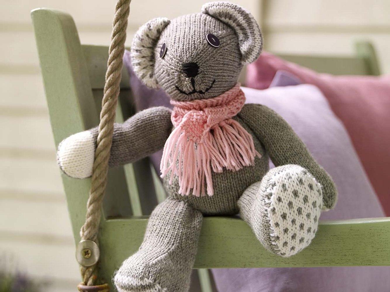 Diesen Teddy kann sowohl sitzen, als auch stehen. Entscheiden Sie selbst!