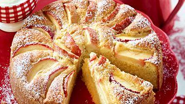 Rührkuchen mit frischen Äpfeln lädt zum Genießen ein. - Foto: House of Foods