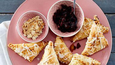 Apfeltaschen aus Blätterteig sind blitzschnell gemacht. - Foto: House of Food / Bauer Food Experts KG