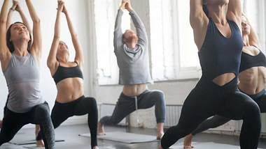 athleticflow: HIIT trifft auf Yoga - Foto: iStock/ fizkes
