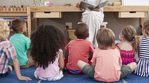 Warum Aufklärung bei Kindern so früh wie möglich stattfinden sollte - Foto: iStock