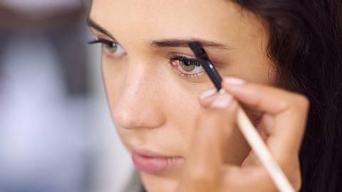 Feather Brows sind der Augenbrauen-Trend auf Instagram - Foto: Istock