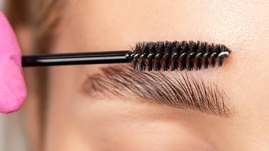 Augenbrauen fixieren: Diese 5 einfachen Beauty-Methoden sind die Besten! - Foto: dimid_86/iStock