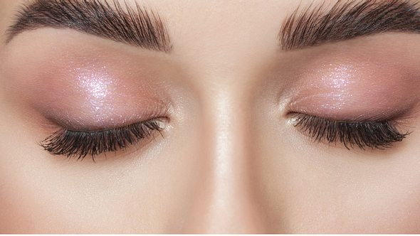 Dichte Augenbrauen. - Foto: dimid_86/iStock