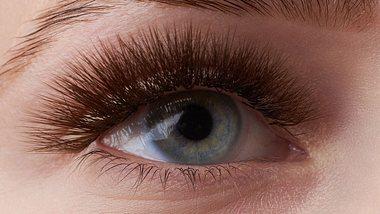 Augenbrauenlaminierun: Die schmerzfreie Brauen-Behandlung- - Foto: iStock/Alexander Safonov