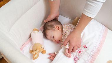 Neue Studie: Babys schlafen besser im eigenen Zimmer - Foto: iStock