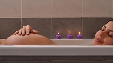 Baden in der Schwangerschaft: Diese 5 Tipps solltest du beachten! - Foto: GOSPHOTODESIGN/iStock