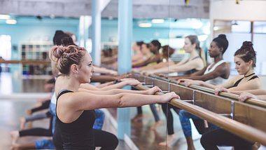 Barre Workout: Trainiere wie eine Ballerina - Foto: iStock/ FatCamera