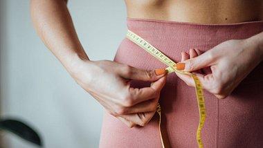 Fettige Lebensmittel, die dich Bauchfett verlieren lassen - Foto: agrobacter/iStock