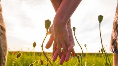 Eine gesunde Partnerschaft wünscht sich jede von uns - doch nur, wenn wir bedingungslos lieben, kann unsere Beziehung perfekt sein. - Foto: iStock
