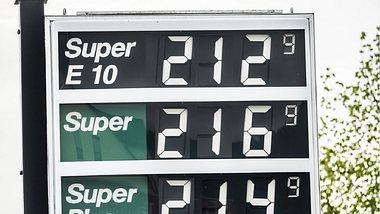 Benzinpreis-Explosion: Bald 2 Euro erwartet! - Foto: Fotobearbeitung Wunderweib - Quelle Istock/Sven Loeffler