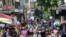 Bevölkerungszahl in Deutschland stagniert erstmals seit 10 Jahren - Foto: imago images / Gottfried Czepluch