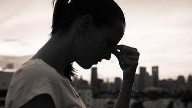 Eine unglückliche Beziehung kann uns emotional kaputt machen. - Foto: iStock