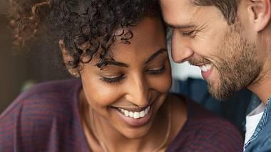 Bin ich verliebt? Wir kennen 12 Anzeichen, die es dir ganz eindeutig verraten! - Foto: Ridofranz / iStock