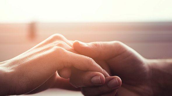 Der Wunsch nach einer offenen Beziehung ist ein deutliches Zeichen für Bindungsangst. - Foto: iStock