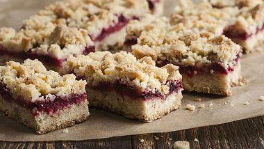 Bei unseren Blechkuchen Rezepten werden auch Streusel-Fans überglücklich. - Foto: iStock/istetiana