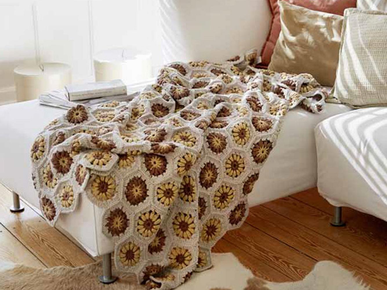 Kuschelig und hübsch: Decke aus Sechseck-Motiven zum selbst Häkeln