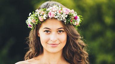 Blumenkranz für die Haare – die schönsten Modelle zum Dirndl - Foto: iStock/Kajdi Szabolcs