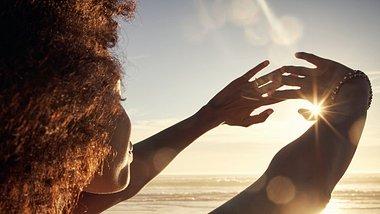 Bräunungskapseln helfen dir auf gesunde Art braun zu werden. - Foto: pixdeluxe/iStock