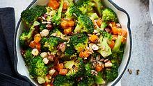 Aus Brokkoli lassen sich ganz einfach vegetarische Pfannengerichte zaubern.