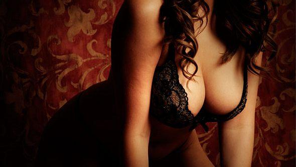 Brüste wollen beim Sex sanft und leidenschaftlich liebkost werden. - Foto: iStock