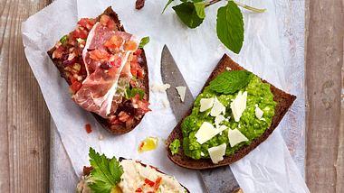 Die klassische Bruschetta besteht aus einem gerösteten Brot und fruchtigem Tomatenbelag, doch wir haben da vier Bruschetta Varianten. - Foto: House of Food / Bauer Food Experts KG