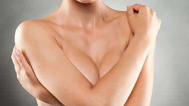 Brustwarzenschmerzen, Mastalgie und Mastodynie: Wir verraten, was dahinterstecken kann - Foto: Berenika_L / iStock