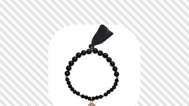Buddha-Armbänder – der Name verrät, wem dieser Schmuck gewidmet ist. Die genaue Bedeutung und schöne Schmuckstücke findest du hier. - Foto: PR: Happinez