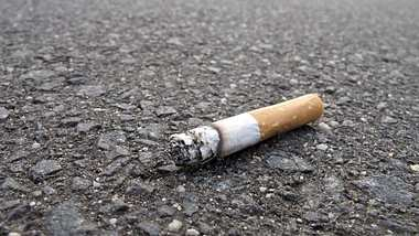 Berlin: Zigarette weggeworfen? Dieses hohe Bußgeld musst du zahlen - Foto: iStock